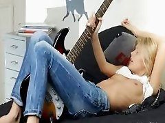 subtle blonde and her guitar