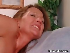 Watch two horny sluts sucking on this