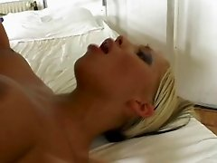Mia Dolores - Split Her Ass