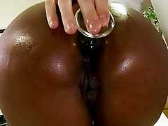 Sexy ass black girl sucking hard white saussage