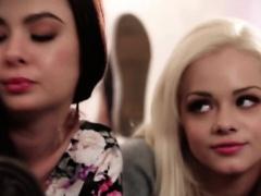 Slender teen Elsa Jean knows how to please her boyfriend