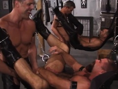 Guy bareback in sex swing