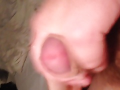 MY GF GIVES A NICE HANDJOB & I SPEW OUT A LOAD OF HOT CUM!!