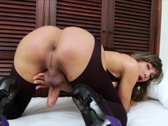 Gorgeous Tgirl Keyce plays her hard dick