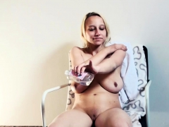 Hard screwed wet box of Hot Bitch puss looks tiny full of