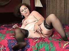 Thick mom with a marvelous big ass in bed