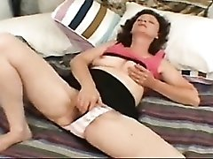 Hairy cunt gal rubs her sexy clit