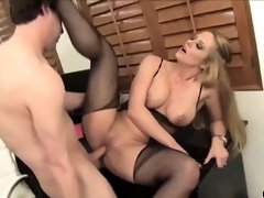 Secretary is in a deep fucking session with her boss