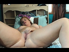 Blonde amateur bbw milf masturbates on cam