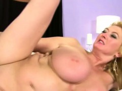 Gorgeous mature tits gets dirty