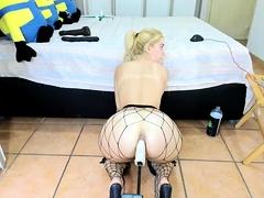 Amateur blonde tres sexy lingerie anal