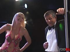 Grosse Titten Blond madchen Gangbang