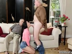 Please finger me daddy and old mature brunette Dukke