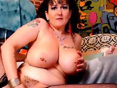 Milf Bitch Masturbating On Cam