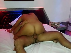 Rabuda cavalgando no motel