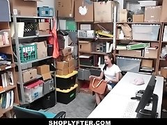 Shoplyfter Carolina Sweet fucked by security guard