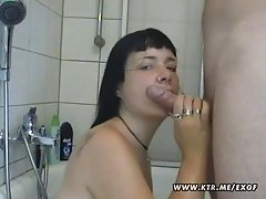 Amateur girlfriend blowjob in her bathroom with facial
